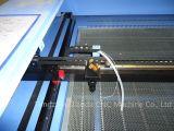 Computer schließen automatische Laserengraver-Maschine an