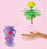 Наведенная рукой закручивая игрушка вертолета Rose