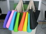 異なったカラーで使用できるロープのハンドルが付いているシリコーン袋