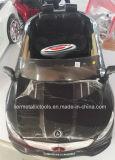 新しいスポーツ・カーのベンツ300Sは電池式車をからかう