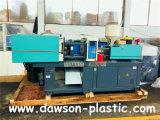 Machine en plastique de moulage par injection avec le moteur servo