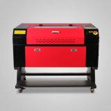 新しいシステムレーザー彫刻家かカラーの/Cutting機械を刻むことは700*500mmのセリウムのFDAが付いている60W二酸化炭素レーザーの管を選別する