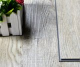 クリックのビニールの床の板およびタイル