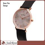 贅沢な革バンドの腕時計、女性の服の腕時計は、偶然の水晶腕時計を作る