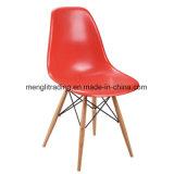 PPのプラスチック食事の椅子をスタックする木製の足