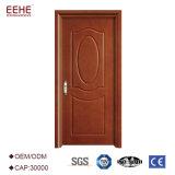 平らな渇望の入口の木製のドア