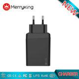 マルチUSBの充電器EUは5V 2.4A試供品を持つ携帯用USBの充電器を差し込む