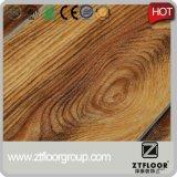 Planche en bois gravée en relief de vinyle de PVC de traitement extérieur