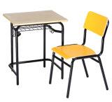 나무로 되는 상급 고등 학교 책상 및 의자