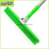 Резиновый веник с отверстием телескопичной ручки вися