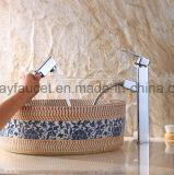 Retirer le robinet à levier unique en laiton de bassin de salle de bains de robinet