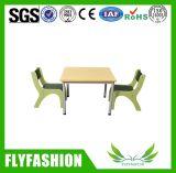 Mobiliário Escolar Infantil Mesa de estudo para crianças populares com quatro cadeiras