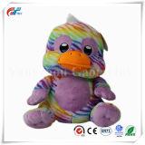 虹によって印刷される紫色のプラシ天のアヒル動物のおもちゃ
