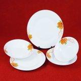 Piatto di ceramica delle terrecotte quotidiane della casa, insieme di pranzo