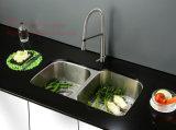 ステンレス鋼の台所の流し、台所洗面器、台紙の倍ボールの台所の流しの下のステンレス鋼