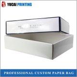光沢のあるラミネーションが付いている白い板紙箱のギフト用の箱