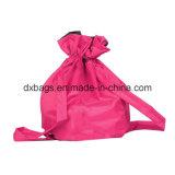 춤은 아이 소녀 소년을%s 어깨끈 졸라매는 끈 학교 책가방을 자루에 넣는다