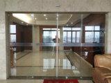 El sensor automático de puertas corredizas de vidrio