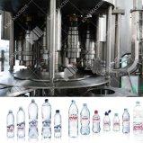 ラインを満たすペット瓶ガラスのびんによって炭酸塩化される飲み物