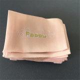 Alta exquisitos hilados de poliéster personalizadas de oro fino hilo de oro suave Etiquetas tejidas para ropa