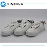Kleine Witte Populaire Toevallige Schoenen