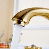 Colpetti di cristallo dorati del bacino del rubinetto della stanza da bagno