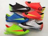 Малая фабрика MOQ предложенная новые ботинки футбола типа конструкции