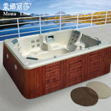 A chegada nova obstrui dentro e usa o banho ao ar livre dos TERMAS da HOME de luxe do balboa