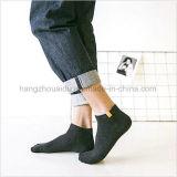 Изготовления носок продают носки оптом отрезока низкого уровня платья людей способа