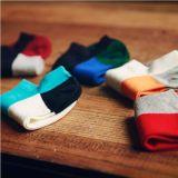 Носок лодыжки цвета мозаики яркий