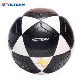 Football robuste noir et blanc en cuir déflaté