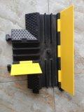 ゴム製ケーブルの穴の保護装置