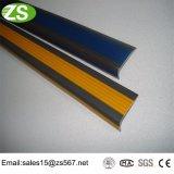 Unterschiedliche Breiten-Aluminiumrand-Treppe, die Streifen riecht