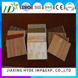 Panneau de mur en bois de décoration de panneau de PVC de Laminatied de cannelures pour le décor intérieur