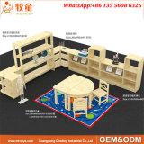 幼稚園は椅子が付いている教室の家具のライティング・テーブルをからかう