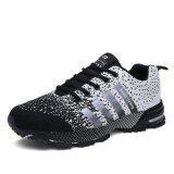 黒い金曜日の運動靴の男女兼用のゴム製女性のスニーカーの屋外の靴はPaypalの低下の出荷を受け入れる