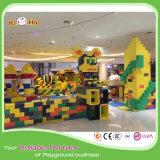 O campo de jogos comercial da segurança brinca grandes blocos de apartamentos coloridos do PPE