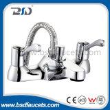 熱く及び冷たい商業洗面器の流しは柱のレバーの蛇口を叩く