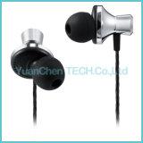 A6 3.5mm en el oído de metal con auriculares de micrófono Supper Bass Earbuds
