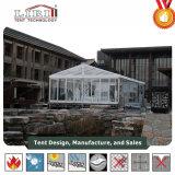De Grote Tent van Redartant van de brand en de Tent van het Festival met de Muur van het Glas