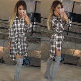 Le camice di plaid lunghe del manicotto delle camicette delle donne girano giù le camicette irregolari femminili della tunica casuale della camicia del collare più le parti superiori di formato