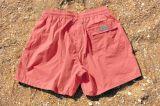 Il nuoto degli uomini mette gli Shorts in cortocircuito asciutti rapidi della spuma