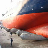 Bolsa a ar verde da câmara de ar do salvamento na destruição do navio