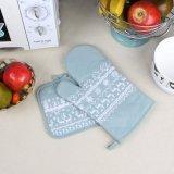 La cucina utile isola i guanti del forno a microonde del cotone/guanti mezzi termoresistenti del forno
