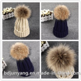 Chapeau tricoté de sortie d'usine avec la fourrure Ponpom dans le prix bas