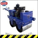 二重ドラム振動コンパクターの小型道ローラーを運転するホンダエンジン