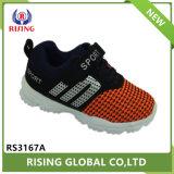 高品質の中国のスポーツの靴およびスニーカー標準的な様式