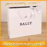L'emballage du vêtement sac de papier personnalisé Shopping