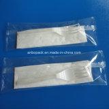 フォーク、ナイフおよびナプキンのための自動流れの包装機械