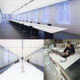 Tabela de conferência de superfície contínua acrílica grande curvada extravagante do arco do quarto de reunião com soquetes de HDMI